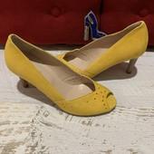 Туфлі із натуральноі замші,від Minelli,розмір 39