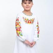 Біле плаття-вишиванка на дівчинку з квітковим орнаментом .ріст від 110 до 152см