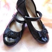 Лаковые туфельки для девочки, размер 29 - 30! Стелька 20 см!