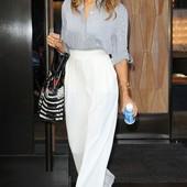 белые брюки на резинке