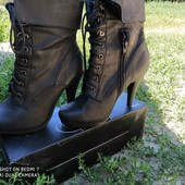Кожаные ботинки на небольшой шпильке.Без следов носки.Вьетнам.