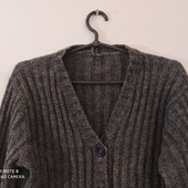 Теплый елегантный свитер, на пуговицах.