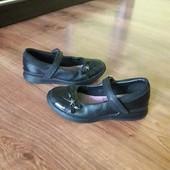 Фірмові туфлі Clarks шкіряні в хорошому стані.Є інші лоти-комбіную