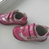 Дуже гарненькі з лакової коди кросівки на принцесу устілка 17 см