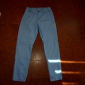 Стильные моднячие бренд.зауженные голубые брюки H&M, на 10-11 лет,коттон