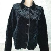 Продам молодежную легкую стеганную бархатную курточку. Пог 63см. Смотрите замеры.
