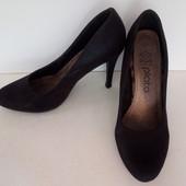 Шикарные чёрные туфли на каблуке. Plato .