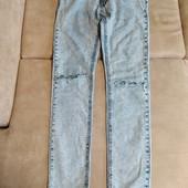 Модные джинсы узкачи на подростка.