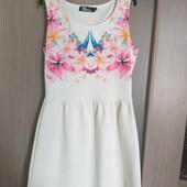 Красивое брендовые платье состояние нового