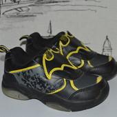 Кросівки 24 розмір. Підошва світиться
