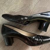 Кожаные лаковые туфли, р 37