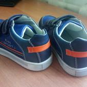 Классные кроссовки на мальчика, разм.35, новые!