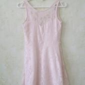 Шикарное гипюровое платье пудровое