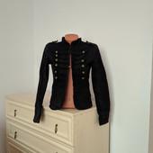 Качественные фирменный пиджачок, пог до 40 см