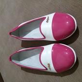 Отличные туфли девочке 37 размер.