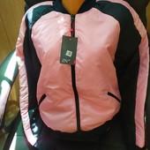 Стильная куртка-бомбер с лампасом
