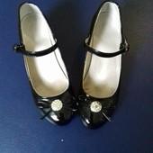 Лаковые туфли для девочки по стельке 23 см