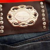 Оригинальные брендовые зауженные джинсы по щиколотку