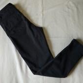 Серые стрейчевые джинсы скини с замочками,10р(m)