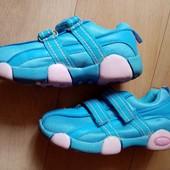 Кроссовки бренда Ymy в отличном состоянии. Селька 19 см.