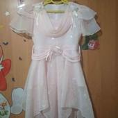Красивое,нарядное,нежно-розовое платье.