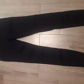 Вузькі чорні джинси