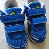 Кроссовки Adidas. Размер 26. Стелька 16,5 см.