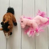Мягкие игрушки, две лошадки