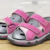 Timberland р 32 - на стопу примерно 19 см сандалики на девочку