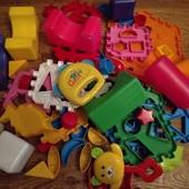 Игрушки много пластмассовых конструктор детали