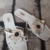 Классные кожаные шлёпанцы, сама привезла из Италии размер 39 .5 по стельке 26 см. Prada.