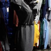 ❤Очень красивое платье со стойкой и рюшами, р.44(на 46). Приталенное,плотная ткань,осень-зима!❤