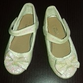 Стоп!Красивенные, блестящие туфельки Yong Dimensions в отличном состоянии,стелька 15,5 см.