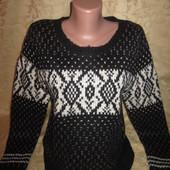 Очень красивый теплый укороченый свитерок,состояние хорошее,р10/12,смотрите замеры!!