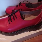 Новые фабричные кожаные закрытые женские туфли, р.37