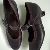 Кожаные туфли в отличном качестве,никто не носил на широкую ногу