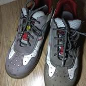 25.5 см.  Рабочие ботинки с непробиваемой подошвой и носком.