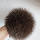 Модное украшение на шапочку -натуральный помпон- песец