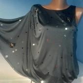 Нарядная блуза на одно плечо,декорирована пайетками. Цвет темно-серый Подойдет на праздики!