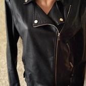 Красивая кожанная куртка р. 50, не ношена (пролет с размером)