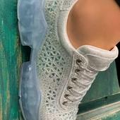 Стильні жіночі кросівки