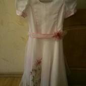 Нежное нарядное платье,6-8 лет