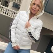 Стильная белоснежная курточка в стиле адидас, очень крутая моделька. Полномер.