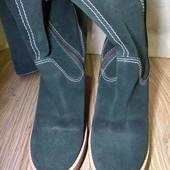 Стильные замшевые сапоги на неубиваемой подошве 25.5 см