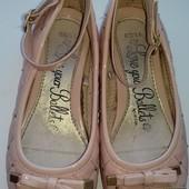 Красивые фирменные туфельки George в отличном состоянии.Размер 29 стелька 18 см.