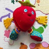 """Игрушка Tiny love """"Волшебная клубничка"""", в ней и грызунки, и тарахтушки, и погремушка!)"""