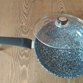гранитная сковорода с крышкой . диаметр 28 см