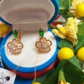 Новинка!!!Очаровательные очень нежные серьги с зелеными кристаллами+ фианиты позолота 585 пробы