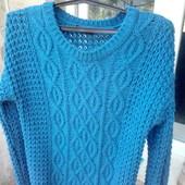 Отличный женский теплый свитерок 52 размера.Красивая вязка.