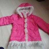Курточка на малышку на тонком слое синтепонав очень хорошем состоянии